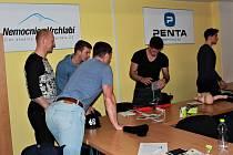 Vrchlabští hokejoví trenéři byli na školení v Nemocnici Vrchlabí