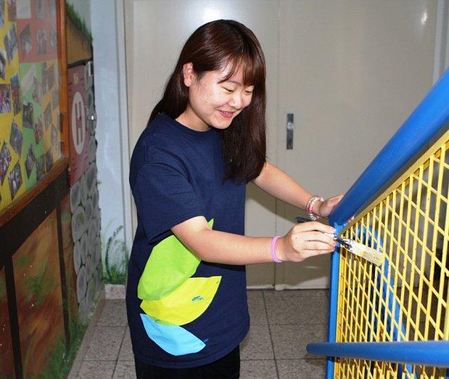 Zahraniční studenti ve středisku Sever pracují za jídlo a ubytování