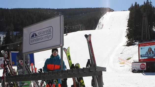 Lyžovačka ještě nekončí, Skiareál Špindlerův Mlýn rozhodl o prodloužení sezony.