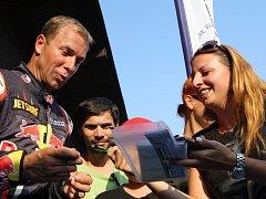Akrobatického pilota Martina Šonku, který pochází ze Dvora Králové, čeká v neděli v Indianapolis rozhodující závod o titul světového šampiona.