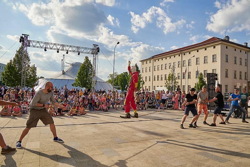 Španělský klaun Murmuyo při vystoupení v Trutnově při festivalu Cirk-UFF.