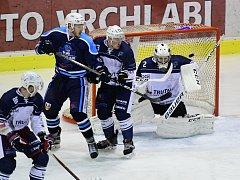 Vrchlabští hokejisté v okresním derby nedali Trutnovu žádnou šanci.