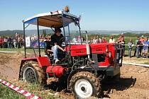 Závody traktorů do vrchu - Vyskeř, květen 2009