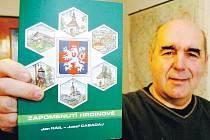 PUBLIKACI ZAPOMENUTÍ HRDINOVÉ autorů Jana Raila a Josefa Cabadaje (na snímku) vydalo Muzeum bratří Čapků v Malých Svatoňovicích.