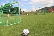 HŘIŠTĚ na kurt, malý fotbal a pro děti vybudovala během tří let radnice v Maršově u Úpice.