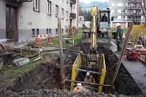 Stav výkopových prací na miliardovém kanalizačním projektu Čistá Jizera v prosinci 2009. Na snímku Luční ulice v Semilech.