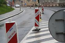 V Trutnově jsou v plném proudu opravy na silnici v ulicích Pražská a Na Struze, které provádí Ředitelství silnic a dálnic.