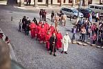 Spolek Trutnov - město draka sundal v sobotu odpoledne kovového draka z věže Staré radnice na Krakonošově náměstí.