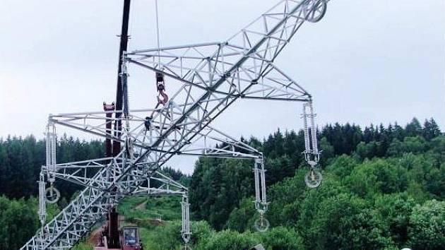Na hranicích s Polskem dodává elektřinu nové vedení