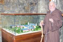 SYCHROV. Ve sbírce  jsou modely téměř všech hradů a zámků z okruhu 15 kilometrů vzdušnou čarou od Turnova.