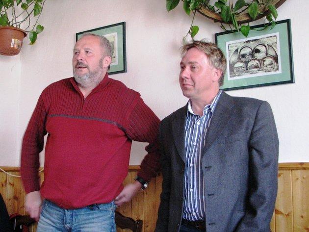 Jan Pazelt (vpravo) - nový starosta Malé Úpy