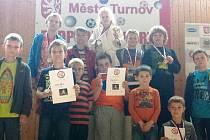 CHLUBÍ SE. Turnovský oddíl juda sbíral na domácím turnaji cenné zkušenosti, ale i ceny za vítězství.