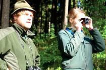 PŘÍMO VE ŠKOLNÍM POLESÍ museli studenti České lesnické akademie Trutnov dokázat při praktické maturitní zkoušce, co se naučili. V pondělí mezi nimi byla i Jana Škopová.