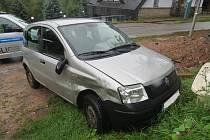 Parkující vozidlo poškodil a ujel