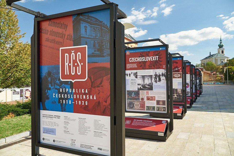 Exteriérová výstava Republika československá 1918-1939 u Uffa.