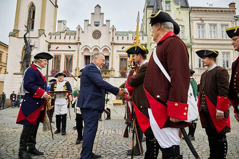 Na Krakonošově náměstí v Trutnově se představily armády rakousko-saská a pruská, které bojovaly v bitvě u Žďáru v roce 1745.