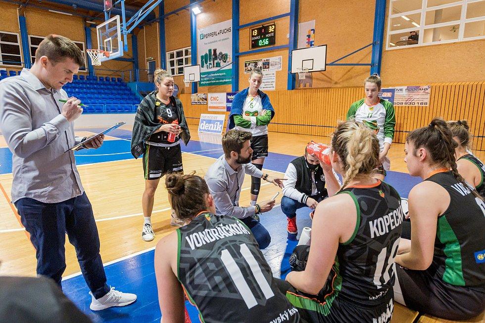 Trutnovské basketbalistky se na domácí palubovce nedokázaly vypořádat s řadou absencí, ani se silou kvalitního soupeře.