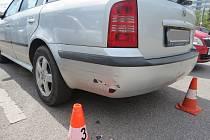 Bourala a ujela. Policie hledá řidičku i svědky.