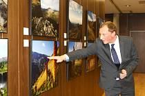 Poslanec Böhnisch zahájil výstavu svých fotek