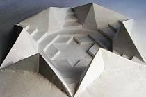 NAVRŽENÝ POMNÍK připomínající bývalý židovský hřbitov v Podharti má tvar Davidovy hvězdy. Jeho model představil sochař Ota Černý při odhalení památníku na synagogu.