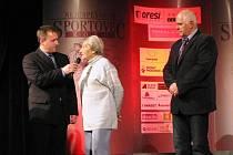 Moderátor večera Radek Šilhan s Danou Zátopkovou a Františkem Svobodou.