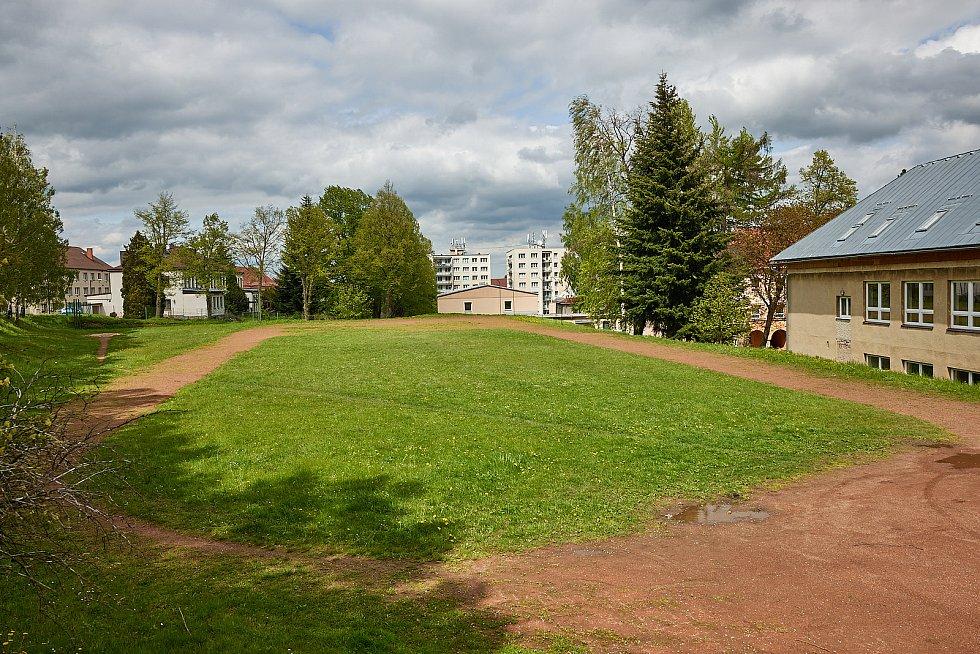Vybudování multifunkčního hřiště za školou bude největší letošní investicí města Žacléř. Stát bude 7,2 milionu korun.