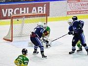 Z hokejového derby Vrchlabí - Dvůr Králové 4:3.