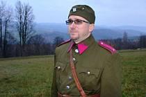 V prvorepublikové uniformě.