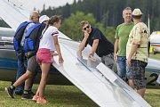 Den s dračí letkou na travnatém letišti ve Volanově.