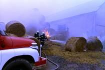 V Troskovicích hořely balíky slámy, vznikla škoda za 200 tisíc
