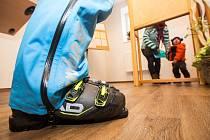Návštěvníci hor využili ve velkém možnost volit mimo trvalé bydliště. Na Městský úřad v Peci pod Sněžkou jich dorazilo 829 na voličský průkaz! Nezřídka v lyžařském vybavení.
