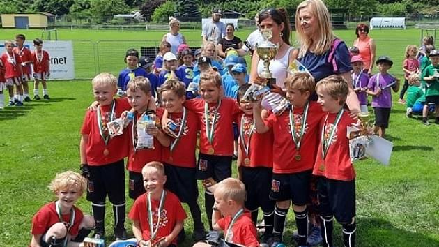 MŠ DRÁČEK – ŽIŽKOVA. Právě to je vítěz letošního 23. ročníku fotbalového turnaje trutnovských mateřských škol.