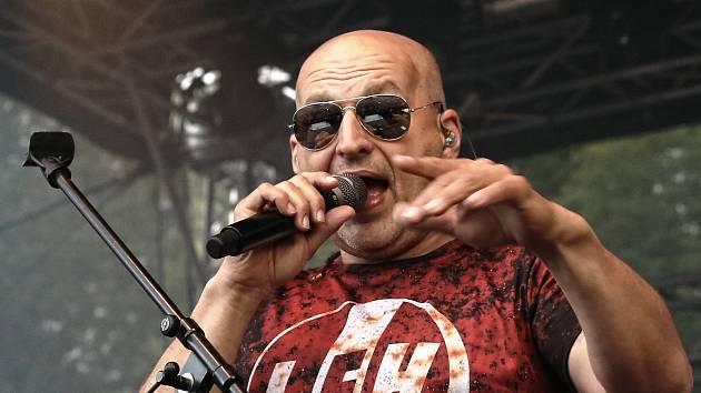 Lou Fanánek Hagen, frontman kapely Tři sestry.