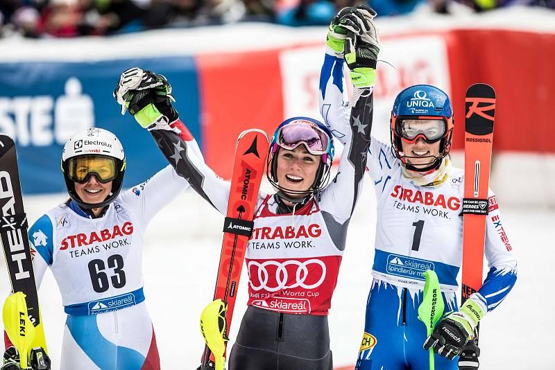 Vítězka Mikaela Shiffrin, Wendy Holdener, Petra Vlhová. Světový pohár ve Špindlerově Mlýně (webfoto)