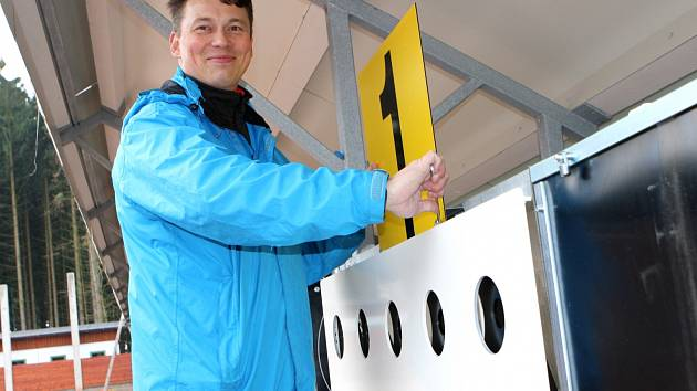 Finský expert Marko Kurvinen přijel instalovat do areálu Hraběnka v Jilemnici biatlonové terče. Postavil jich dvacet. Finská firma patří mezi jediné dva certifikované výrobce na světě.