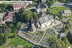 Kostel ve Rtyni na leteckém snímku.