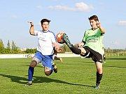 Spousta hráčů dorosteneckého věku se objevila v sestavě B týmu Vrchlabí proti Nepolisům. Mezi nimi i Petr Šafář (vlevo).