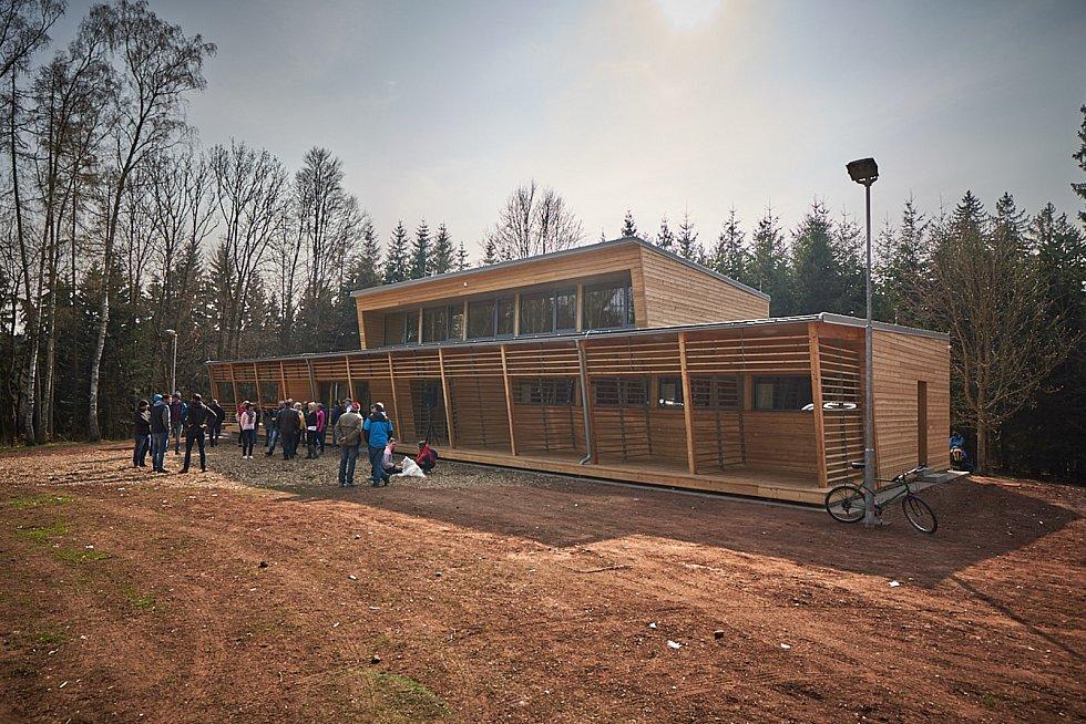 Ze slavnostního otevření nové klubovny pro trutnovské běžce na Paradráze.