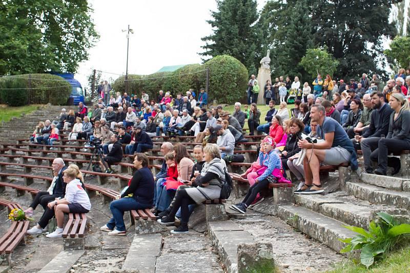 Oslavy 75. výročí založení zoologické zahrady ve Dvoře Králové nad Labem.