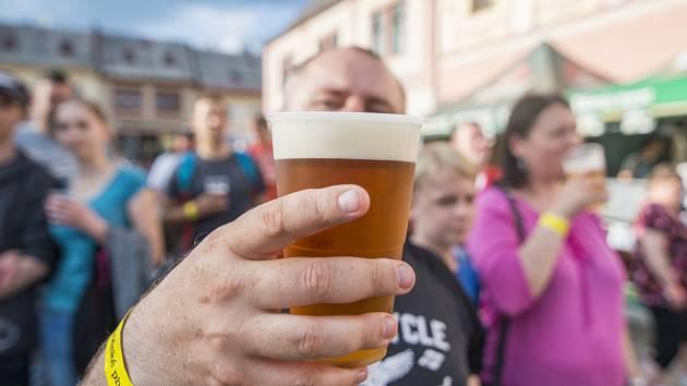 Pivo teklo proudem v Jilemnici.