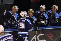 Vrchlabští hokejisté se v mistrovském utkání představili naposledy 12. prosince. V domácím souboji s Litoměřicemi vyhráli hladce 5:2. Dnes je opět doma čeká třebíčská Slavia.