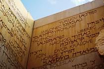 Údolí obcí, myšleno židovských komunit, které zanikly během holocaustu, bylo už součástí původního památníku