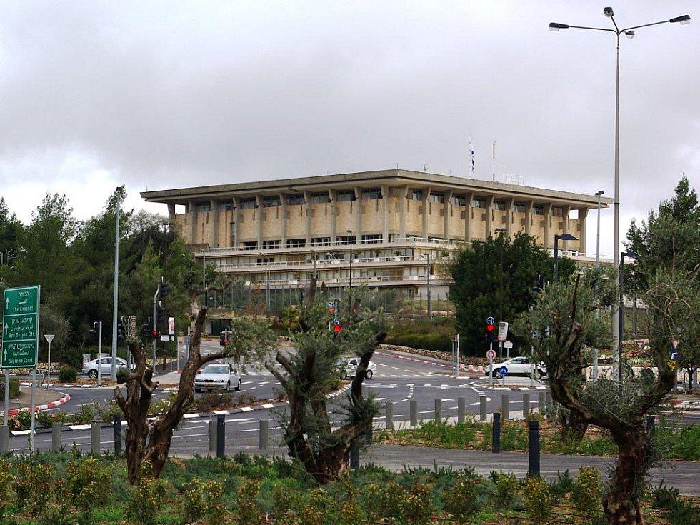 Budova Knessetu začala sloužit v roce 1966, po dlouhé architektonické soutěži a výstavbě, kterou financoval jako dar Izraeli James Rothschild