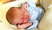 MATOUŠ JIROUŠ se narodil Denise Vášové a Miroslavu Jiroušovi 10. října v 17.53 hodin. Vážil 3,54 kg a měřil 49 cm. Bydlet bude ve Vrchlabí.