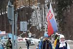 Policisté a pořadatelé řídí dopravu do dějiště Světového poháru ve Špindlerově Mlýně, kam se vydalo bezmála deset tisíc diváků.