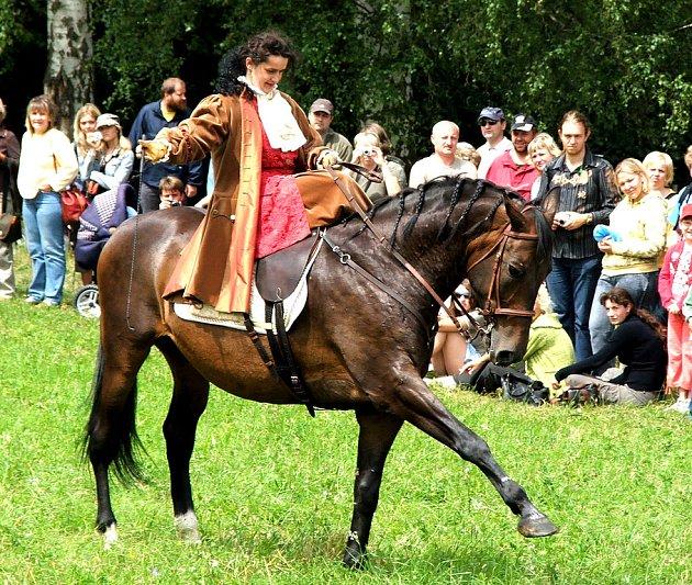 Slavnost koní a řemesel Kuks  - dáma na koni