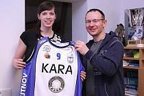 Posila Kateřina Nováková a manažer Kary Jan Braun.