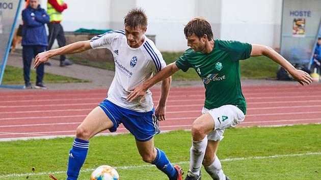 Trutnovský Vojtěch Valášek (vlevo) zaznamenal třetí gól ve třetím utkání po sobě.