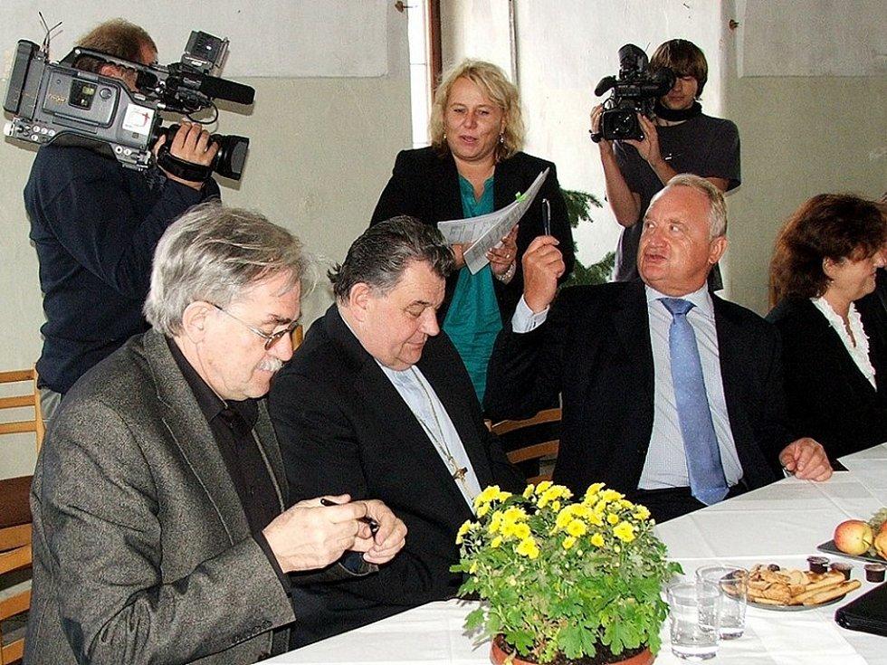 Rok 2008: Dominik Duka, Pavel Bradík a Klára Dostálová se potkali při startu projektu Granátové jablko Kuks v září 2008.