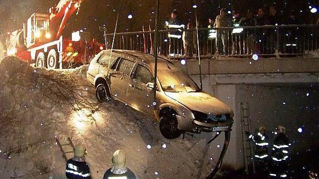 Batňovice: řidič sjel s vozem do řeky